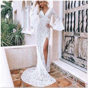 NWOT Lulus Duchess Ivory Lace Bell Sleeve Dress